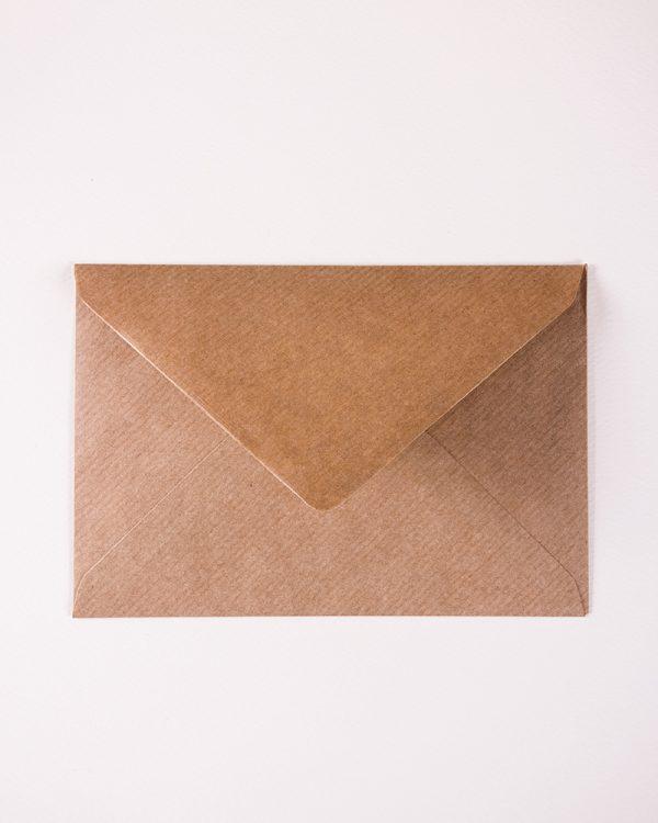 hnedé obálky s rebrovaním