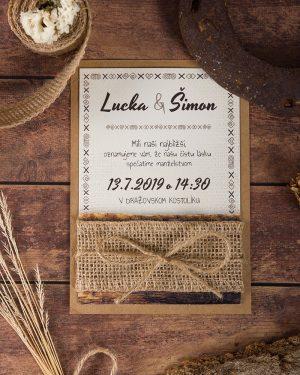 ľudové drevené svadobné oznámenia