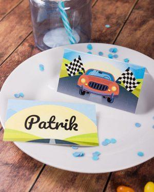Menovky na stôl a pozvánky s motívom závodného auta